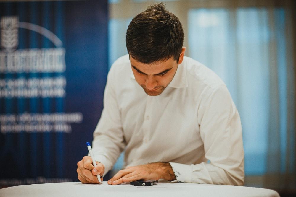 Почерковедческая экспертиза от ФНС показала, что подписи в документах выполнены иными лицами. ... суд Помощь адвоката нарушения налоговая проверка