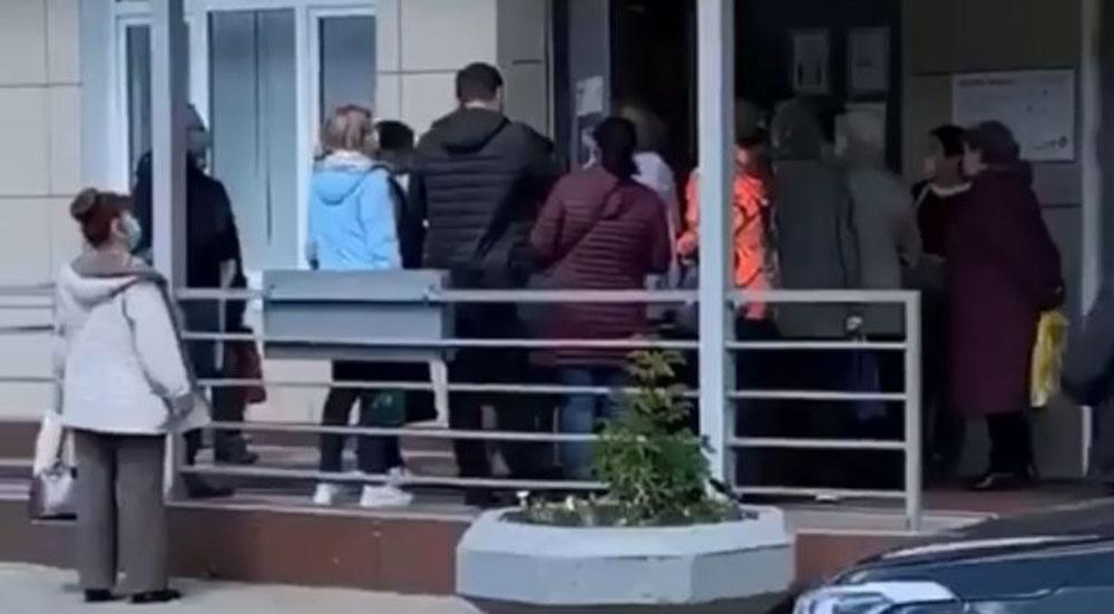 Очереди в МФЦ в Москве. Без соблюдения социальной дистанции #Коломна Юридическая защита