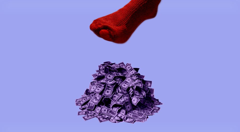 Новое повышение пенсионного возраста, самозанятые и количество мужских носков: что обсуждают люди