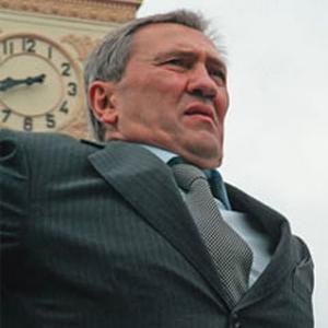 Черновецкий хочет купить газонокосилки