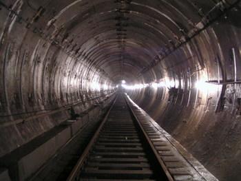 Нетрезвый автомобилист проехал 200 метров по туннелю метро