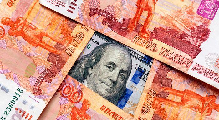 Как Центробанк сам обваливает рубль